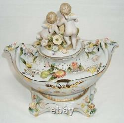 Large Centerpiece, Pageantry Porcelain Amphora With Engelsputten IN Barock Style