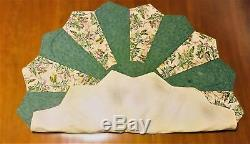 Quilted Green 16 Point Table Centerpiece
